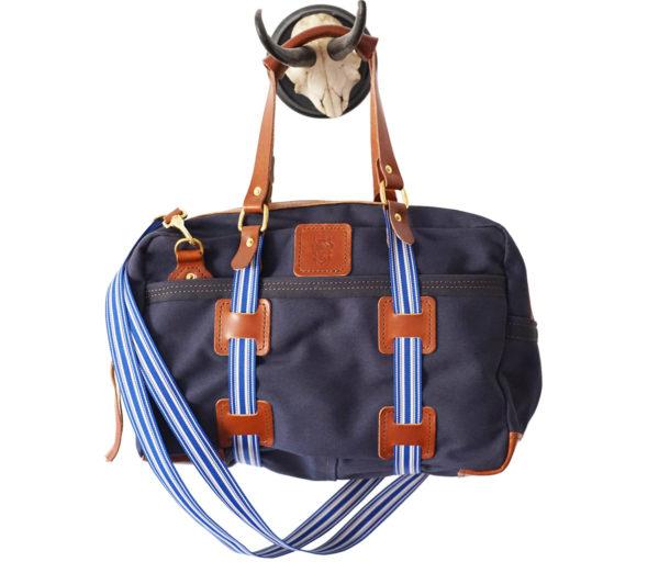 updn0057_largecanvas_briefcase